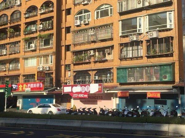 松山車站中坡北路店面待租。(好房網News記者陳韋帆攝影)