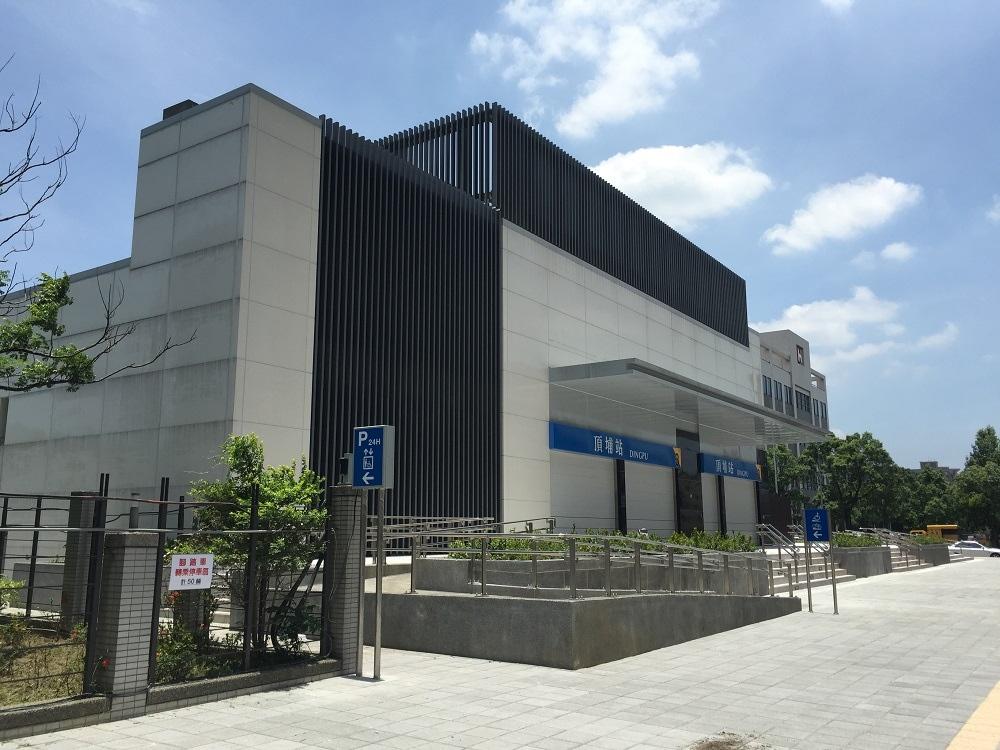 頂埔站將在7月6日上午6時通車,8月5日前持悠遊卡從永寧站到頂埔站可免費搭乘。(截取自新北市政府)