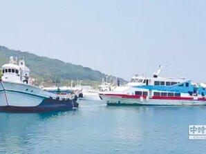 搭交通船返琉球 24人海上漂1小時