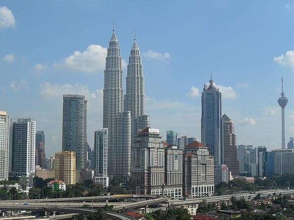 馬來西亞的房產投報率誘人,但相關稅賦及投資風險業者卻很少提及,民眾最好先做功課。(圖╱好房資料中心)