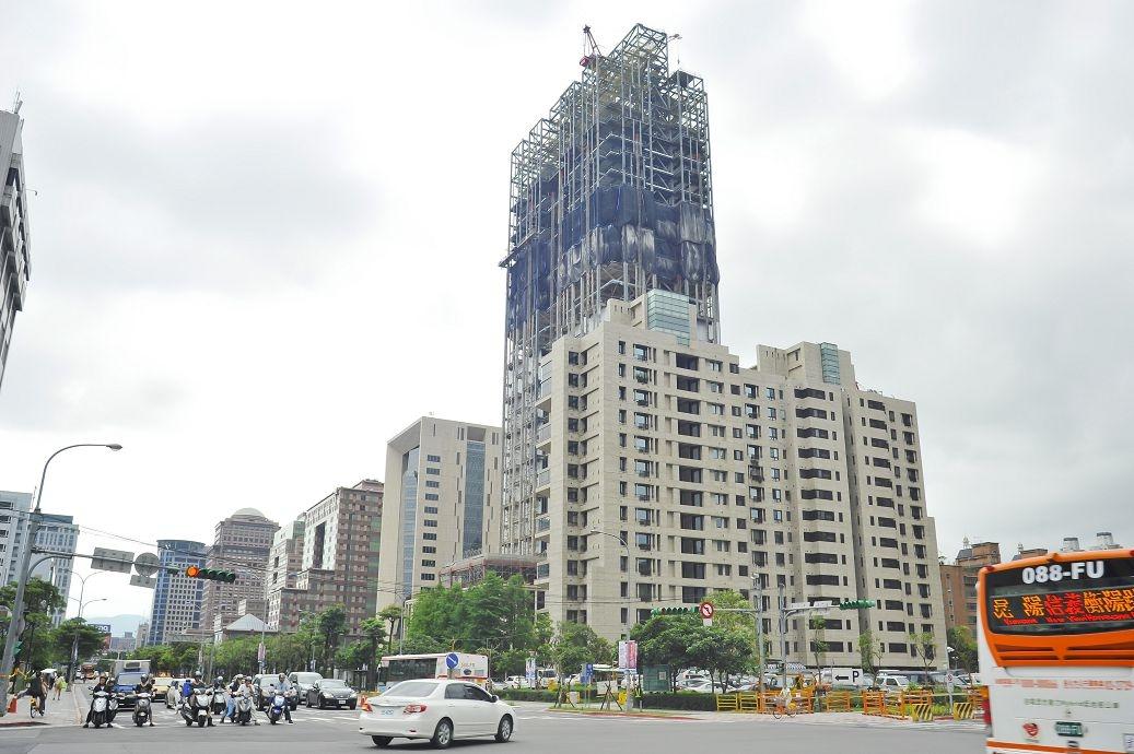 信義計劃區B7新高價土地,信義路松仁路口。(好房news記者 陳韋帆/攝影)