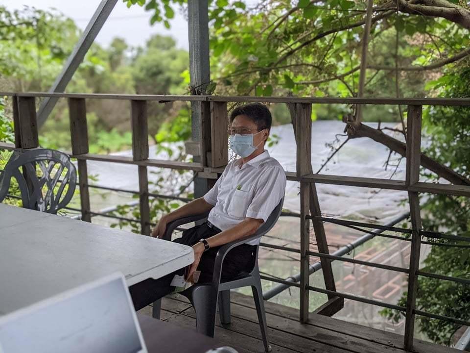高雄中崎有機農業專區農戶,昨天下午向南部科學園區管理局長蘇振綱表達相關農區遷移的顧慮與訴求。記者陳弘逸/攝影