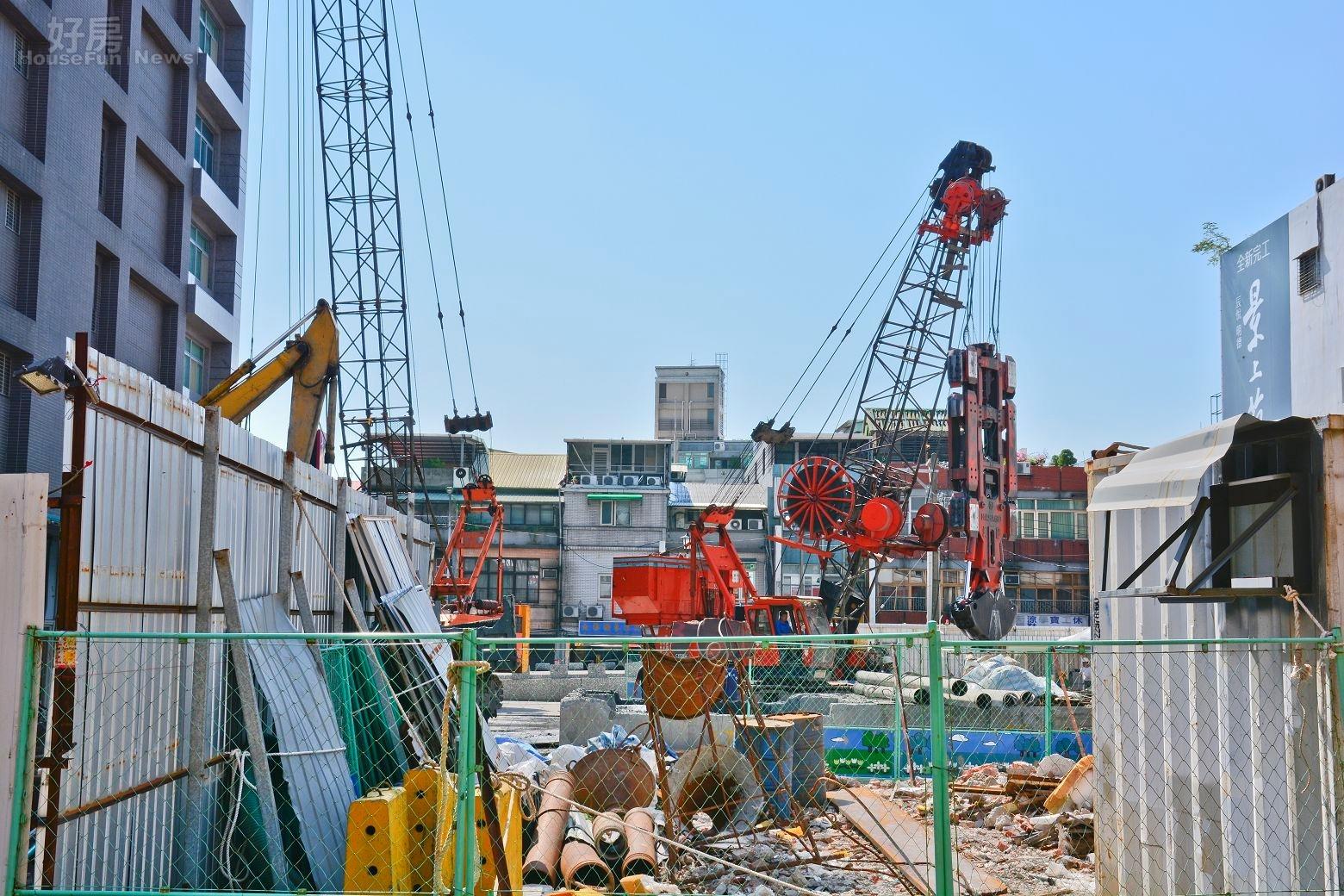 文林苑都市更新案,政府迫遷拆遷爭議,後街望向基地。(好房News記者 陳韋帆/攝影)。