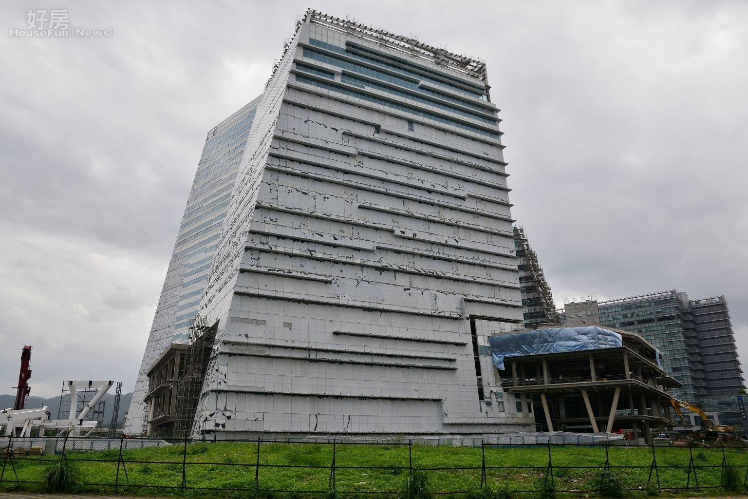 南港軟體園區地上權基地,財政部所有,後方大樓為中國信託總部。(好房News記者 陳韋帆/攝影)