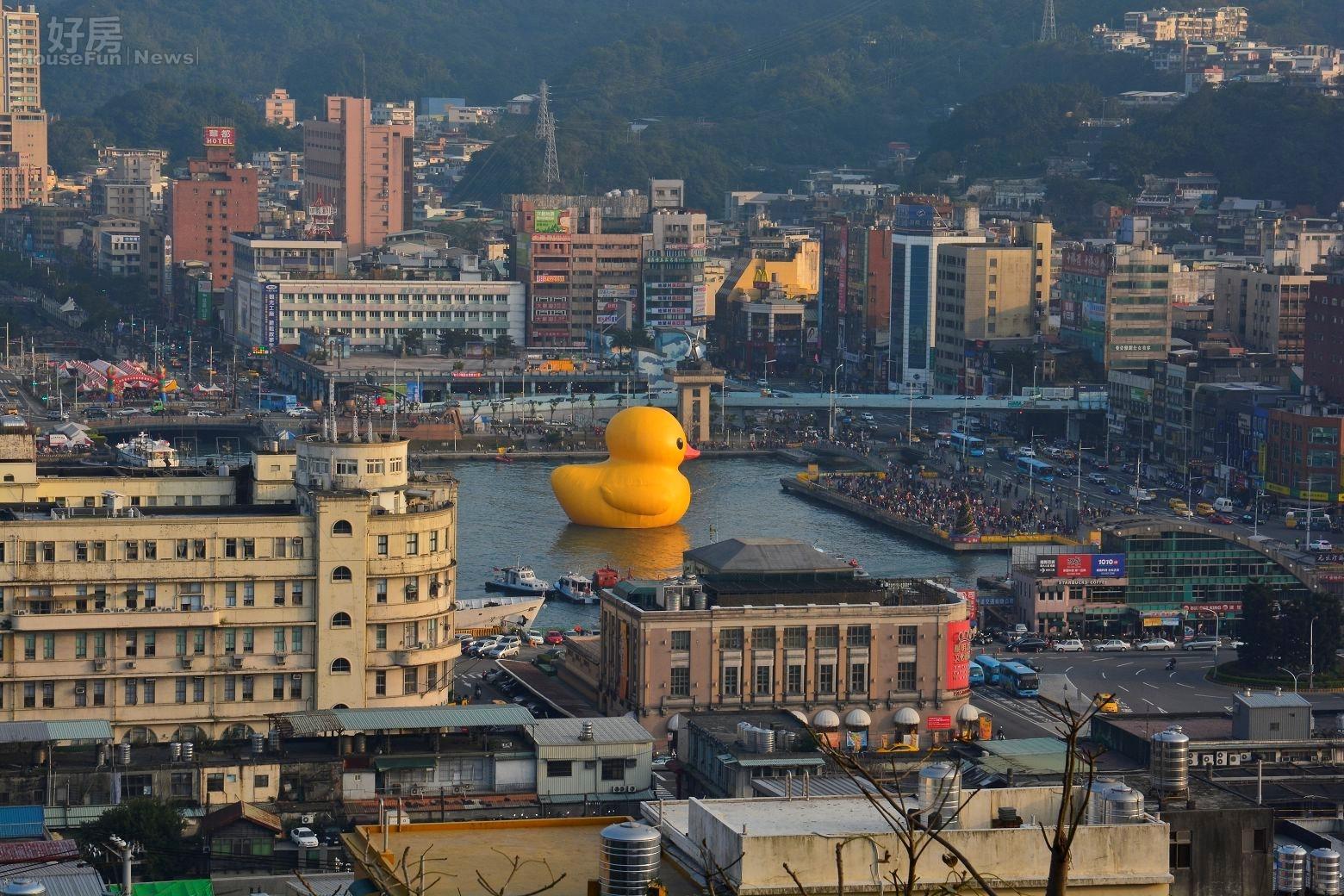 基隆黃色小鴨帶來大量觀光人潮,山景宅、水岸宅、海岸宅。(好房News記者 陳韋帆/攝影)