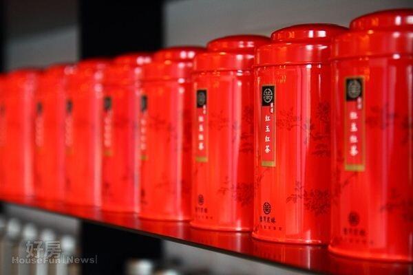 3.躋身世界四大名茶的「紅玉紅茶」,是大葉種阿薩姆紅茶和台灣野生茶樹衍生出的「台茶18號」,茶湯清澈亮紅,滋味甘潤濃醇,具有天然肉桂及薄荷香氣。