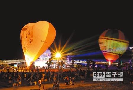 台湾热气球嘉年华活动在精彩光雕音乐会后,将展开逾2个月的热气球活动