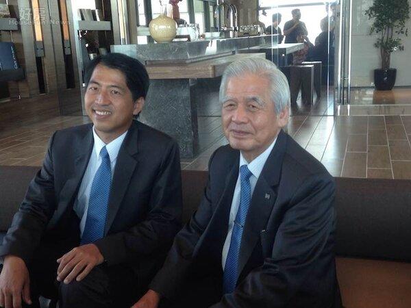 長虹建設董事長李文造(右)、總經理李耀中(左)。(好房News記者蔡佩蓉攝影)
