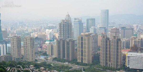 威秀影城與信義區商業大樓、豪宅俯瞰圖。(好房網News記者 陳韋帆/攝影)