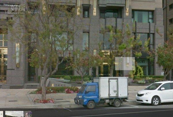 高雄人文首璽一樓店面德匠名廚被法拍(取自google map)