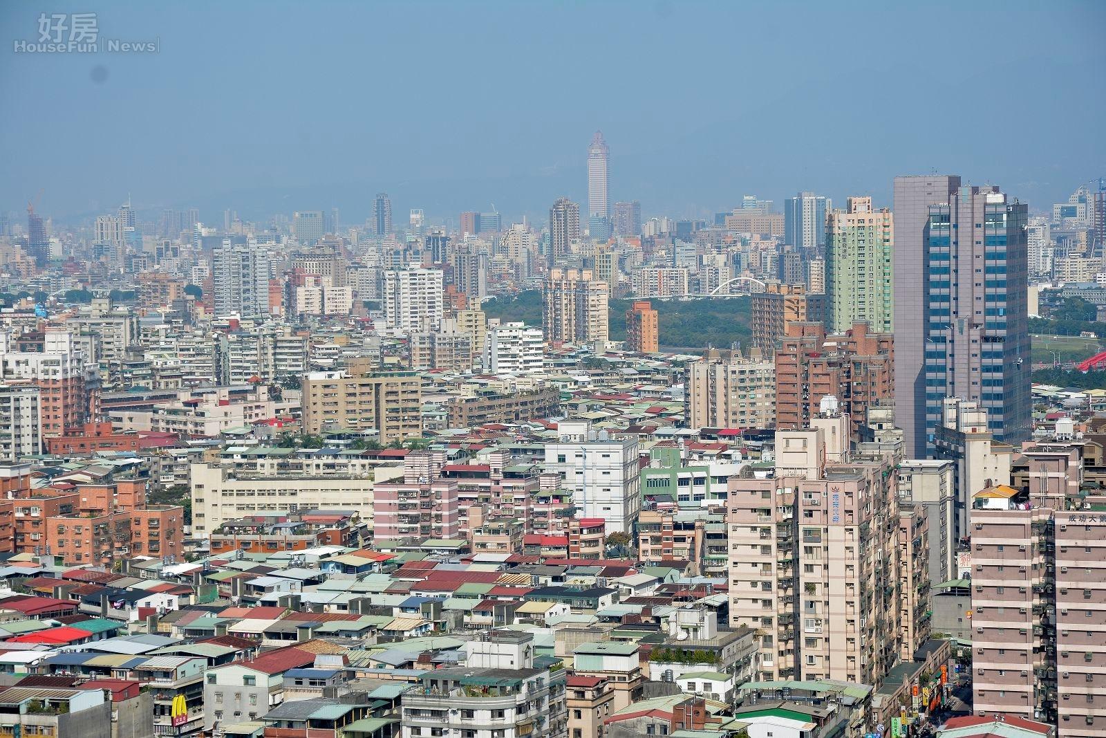 新北市的房市景多數是新大樓與華廈、公寓穿插,也可以看到老公寓有許多頂樓加蓋。(好房網News記者 陳韋帆/攝影)