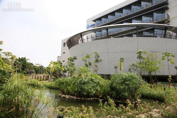 為了節能減碳,具有環保概念的民間企業已將總部打造為綠建築。(內政部提供)