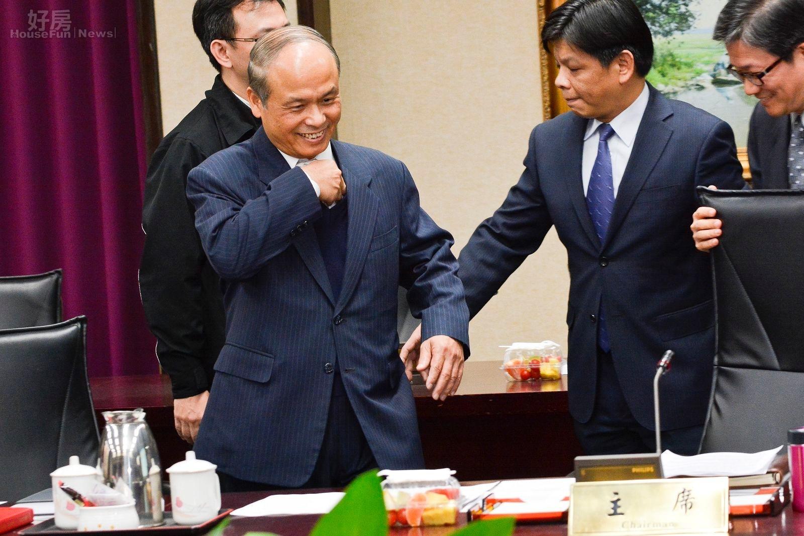 財政部長張盛和辦房地合一座談會與學者對談。(好房網News記者 陳韋帆/攝影)