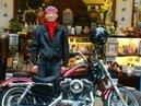 騎哈雷的收藏家阿威 黃金店面開二手舊貨店
