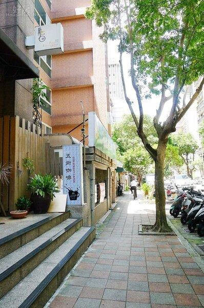 7.中央五街頗具文藝氣息,瞿友寧喜歡流連這裡的咖啡店想創作靈感。