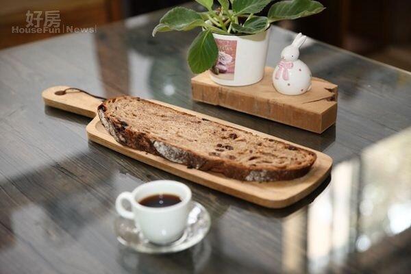 7. 4,000克重的麵團烘焙出的歐式麵包,外脆內Q,滿口自然老麵香氣。