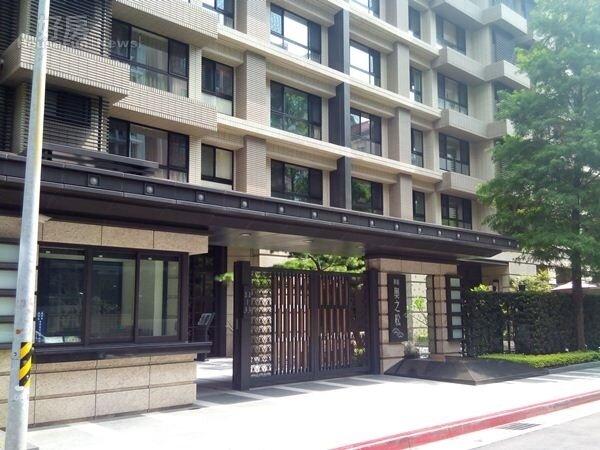 1位於南港的「奧之松」門面氣派,彰顯豪宅尊貴。