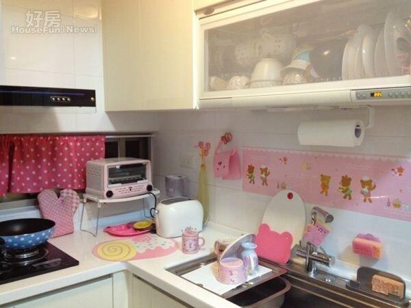 6.廚房也是以最愛的粉紅色系為主。