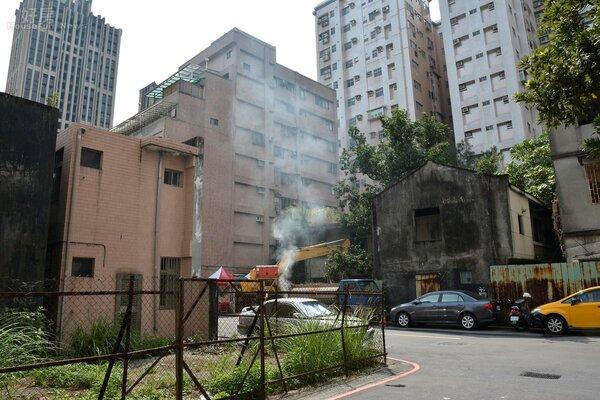 位於文山區久康街24巷的木柵公營住宅,本日正式動工拆除地上物。(好房網News記者 陳韋帆/攝影)