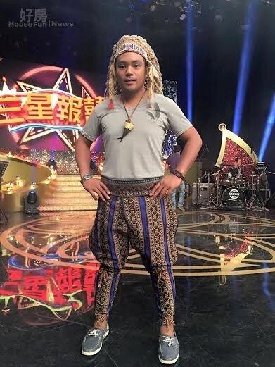 1.來自台東、擁有原住民血統的藝人撒基努,幽默逗趣的談話風格,經常為各大綜藝節目邀約的對象。