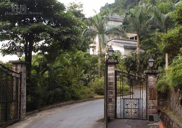 3吳宗憲當年位在「高林閣」的別墅門口。