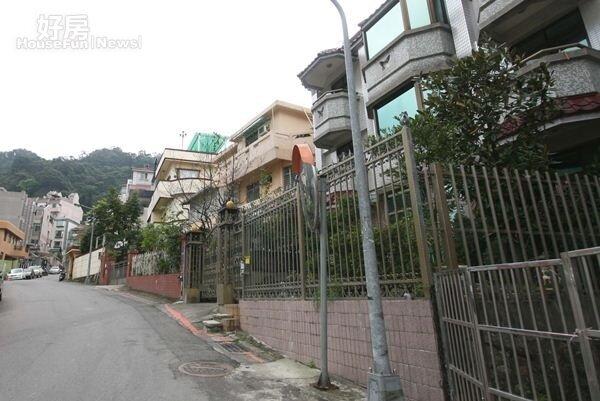 4挹翠山莊是台北市頗負盛名的別墅社區。