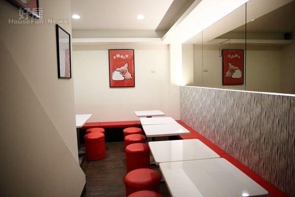 4.熱情紅色、刈包白色,運用紅白相間,呈現明快舒適的用餐環境。