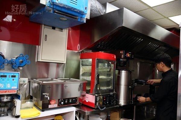 5.一樓開放設計的美式廚房,衛生看得到。