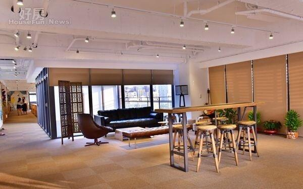 7.辦公室另一半為休息區,特意設計成客廳、咖啡廳、酒窖…等多種情境主題,偶爾也會有影音創作者在這裡拍攝取景。