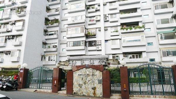 1位於萬寧街「綠色傳奇」於民國81年完工,剛推案時房價每坪20餘萬,目前已經翻倍漲。