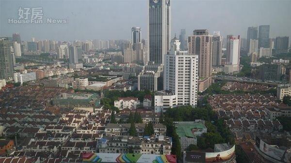 6上海房市看漲,多年來房價居高不下。