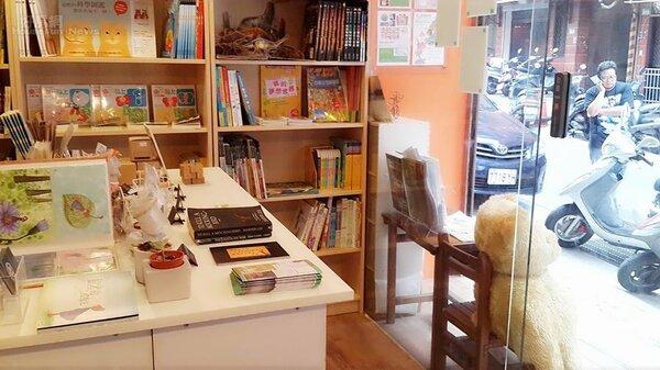 7.所販售的書籍以童書繪本居多,作為社區媽媽休息站。