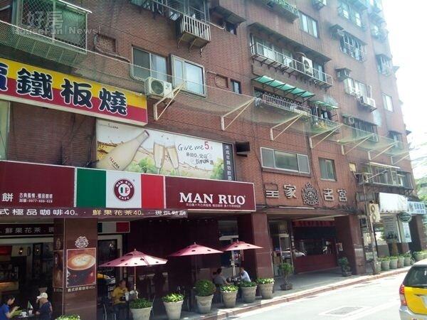 6社區一樓多為店面,經營咖啡廳與其他餐飲。