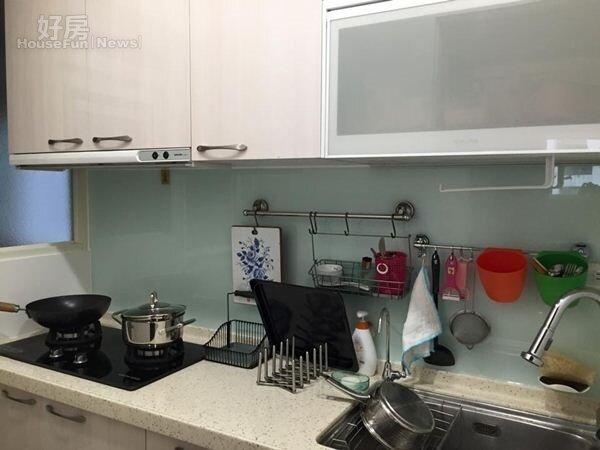 6.廚房採白色系,整潔明亮。