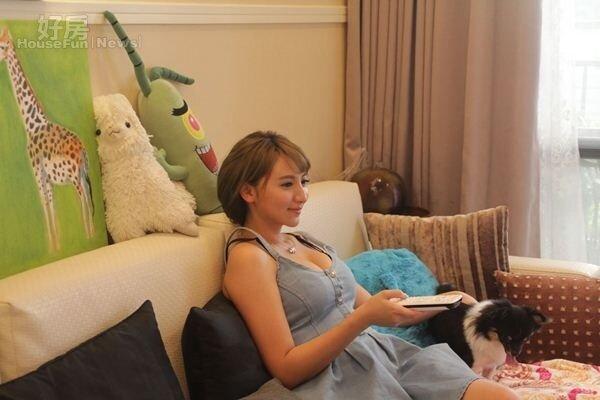 3.小歪最近帶寶貝狗住進南港新家,佈置得很有家的感覺。