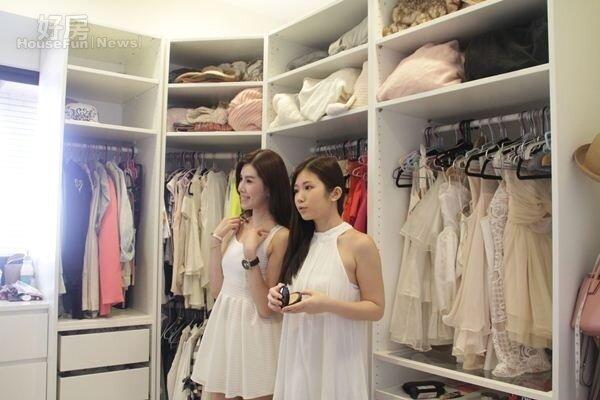 7.大容量的衣物間是女孩們的夢想。