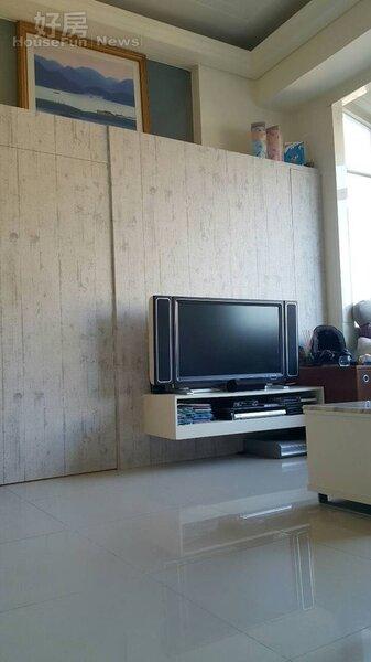 2.室內為挑高三米六、一房一廳格局。