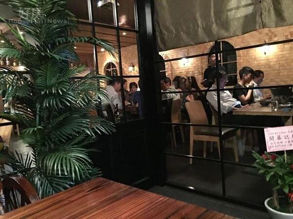 6餐廳另外一邊是工業風,可以看到磚頭牆面以及拱形窗戶,散發異國風情。