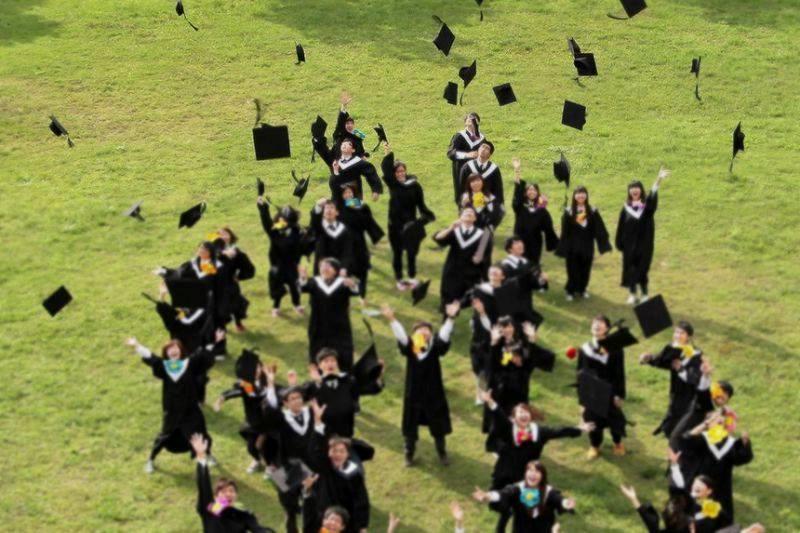 大學生畢業照示意圖