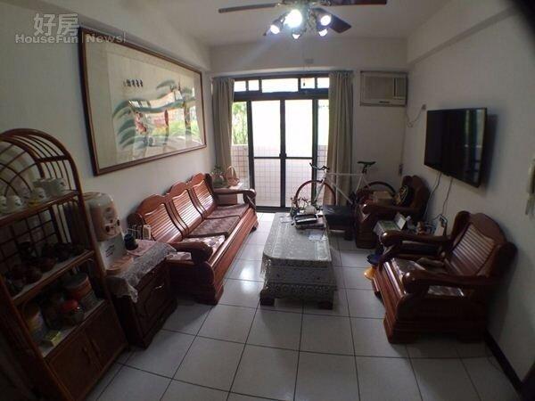3.無尊目前與家人同住在景美40坪的公寓。