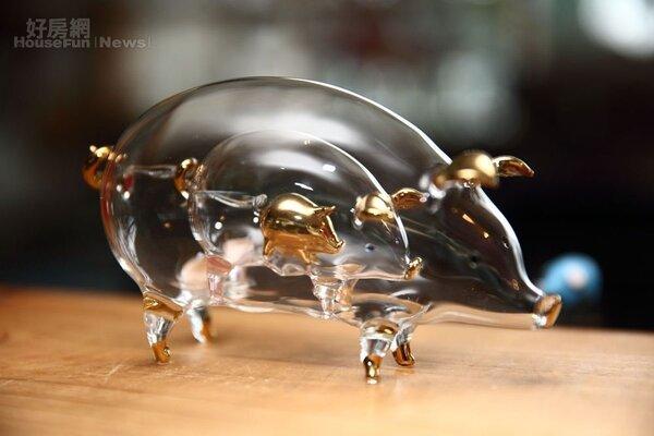 13.來自泰國的玻璃豬,三層組疊技術是吹出來的好功夫。