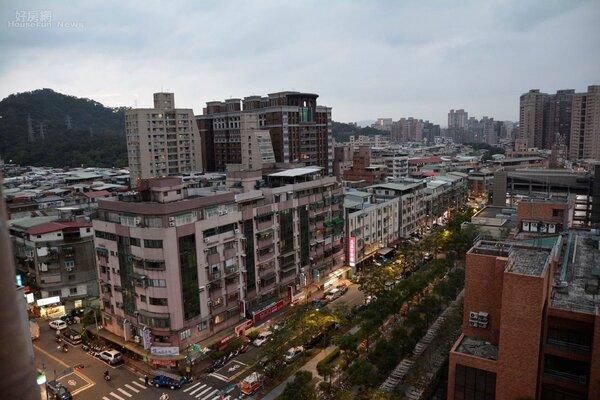 專家預估房價將「價穩止跌」,建議有意購屋者仍應把握機會找尋合適物件。(好房網News記者 陳韋帆/攝影)