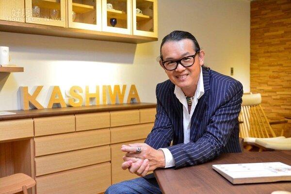 攝影師陸大勇轉進家具業,成為日本KASHIWA原木家具的南部經銷商。