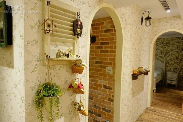 3.家裡每一扇門或通道皆採半圓形拱門設計,也因為格局整個大改過,裝潢整整耗時七個月才完工。