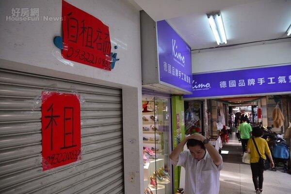 東區人潮洶湧,但是因為租金高昂,導致許多店家決定結束營業,空租狀況愈來愈明顯。(好房網News記者陳韋帆/攝影)