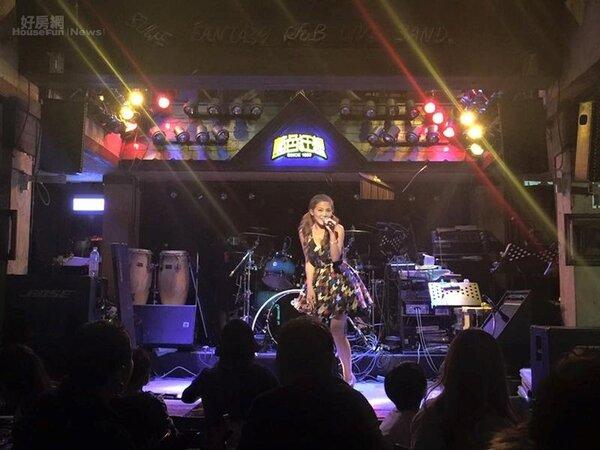 2.DJ圓圓自栩是「南台灣小天后之廣播界林志玲」,現場表演熱力十足深受觀眾喜愛。