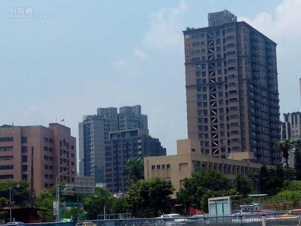 7.近幾年台北文山區發展迅速,大樓如雨後春筍般林立。