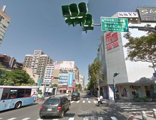 TGI FRIDAYS插旗台北中山區。(翻攝自Google Map)