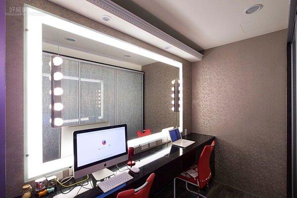 5.化妝台採用好萊塢化妝燈,宛如藝人化妝間。