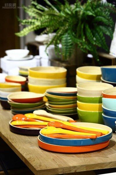 8.色澤飽滿、光澤完美的手工竹製餐具防水耐磨,可以盛裝熱湯及各種料理。單價在300元~2000元之間。